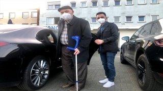 Almanya'da Kovid19 aşısı için yaşlıları DİTİB gönüllüleri merkezlere taşımaya başladı