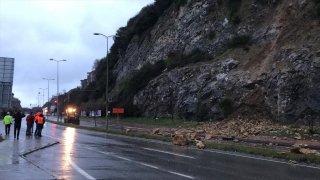 Zonguldak'ta heyelan nedeniyle sahil yolunda ulaşımda aksaklık yaşanıyor