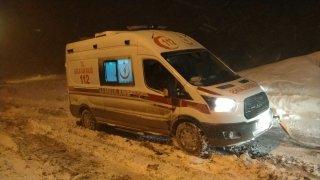 Hasta bebeğe ulaşmak için yoğun tipide ambulans, paletli ambulans ve iş makinesiyle 13 saat ter döktüler