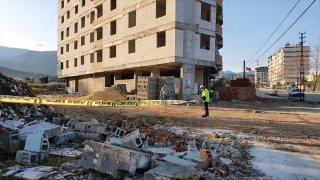 Hatay'da inşaat halindeki binanın 6. katından düşen Suriye uyruklu işçi öldü