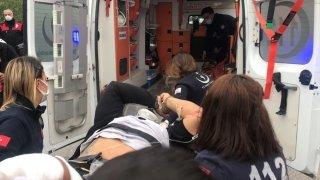 İzmir'de adliye girişinde polisin elinden kaçan şüpheli, bacaklarından silahla vurularak yakalandı