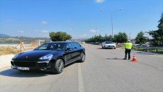 Mersin'de emniyet kemeri takmayan ve telefonla konuşan 379 sürücüye para cezası kesildi