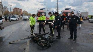 Şanlıurfa'da kamyon motosikletle çarpıştı: 4 yaralı
