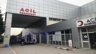 Kocaeli'de çıkan silahlı kavgada yoldan geçen iki kişi tabancayla vurularak yaralandı