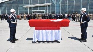 Kars'taki trafik kazasında şehit olan Astsubay Egemen Öztürk'ün cenazesi İzmir'e uğurlandı