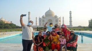 Hindistan'da Kovid19 salgını nedeniyle kapatılan Tac Mahal 2 ay sonra ziyarete açıldı