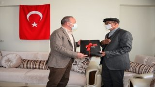 Ardahan Valisi Hüseyin Öner, Babalar Günü nedeniyle bazı şehit ailelerini ziyaret etti