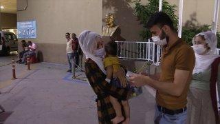İzmir'de içtikleri şebeke suyundan fenalaştıklarını iddia eden çok sayıda kişi hastaneye başvurdu