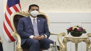 Bakan Muş, Malezya Uluslararası Ticaret ve Sanayi Bakanı Ali ile görüştü