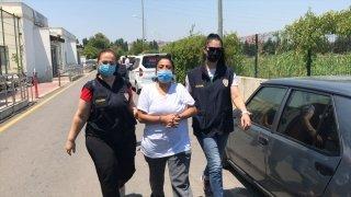 Adana'da iş yerine asılı Türk bayrağını koparıp çöpe atması kameraya yansıyan kadın tutuklandı