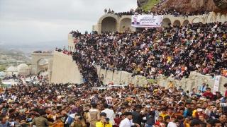 Yemen'in Taiz kentinde yüzlerce kişi Kurban Bayramı'nı Kahire Kalesi'ndeki müzik festivaliyle kutladı