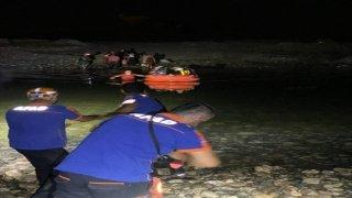 Dicle Nehri kıyısında mahsur kalan 21 kişi AFAD ve JAK ekiplerince kurtarıldı