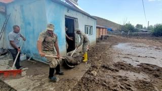 Kars'ta selden etkilenen iki köyde yardım çalışmaları sürüyor
