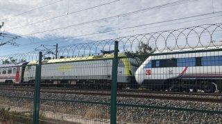 Tuzla'da duramayan tren, istasyonda bekleyen trene çarptı