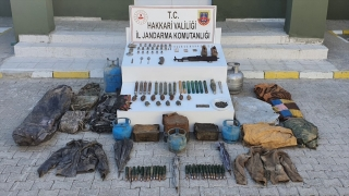 Hakkari'de terör operasyonunda silah ve mühimmat ele geçirildi