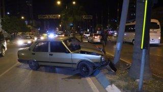 """Adana'da """"dur"""" ihtarına uymayan şüpheli kaza yapınca yakalandı"""