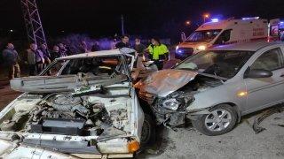 İki otomobilin çarpıştığı kazada 6 kişi yaralandı