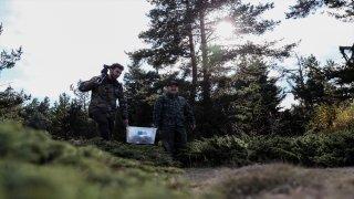 Bakan Varank vahşi yaşam fotoğrafçısı Doğanay Vural ile kızıl geyikleri gözlemledi