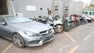 İzmir'de motosiklet ve otomobil hırsızlığı operasyonunda 10 şüpheli yakalandı