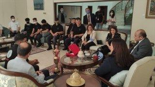 Türkiye'nin Lefkoşa Büyükelçisi Başçeri, TEKNOFEST'te ödül alan öğrencilerle buluştu
