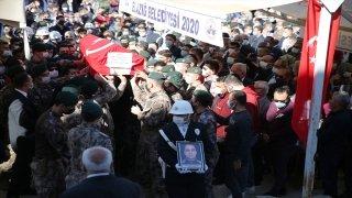Şehit polis Cihat Şahin, Elazığ'da son yolculuğuna uğurlandı
