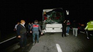 Nevşehir'de öğrencileri taşıyan otobüslerin karıştığı kazada 25 kişi yaralandı