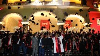 Uluslararası Balkan Üniversitesinde mezuniyet heyecanı